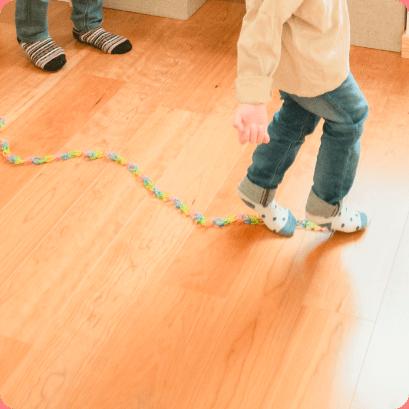 子どもが遊んでいる写真